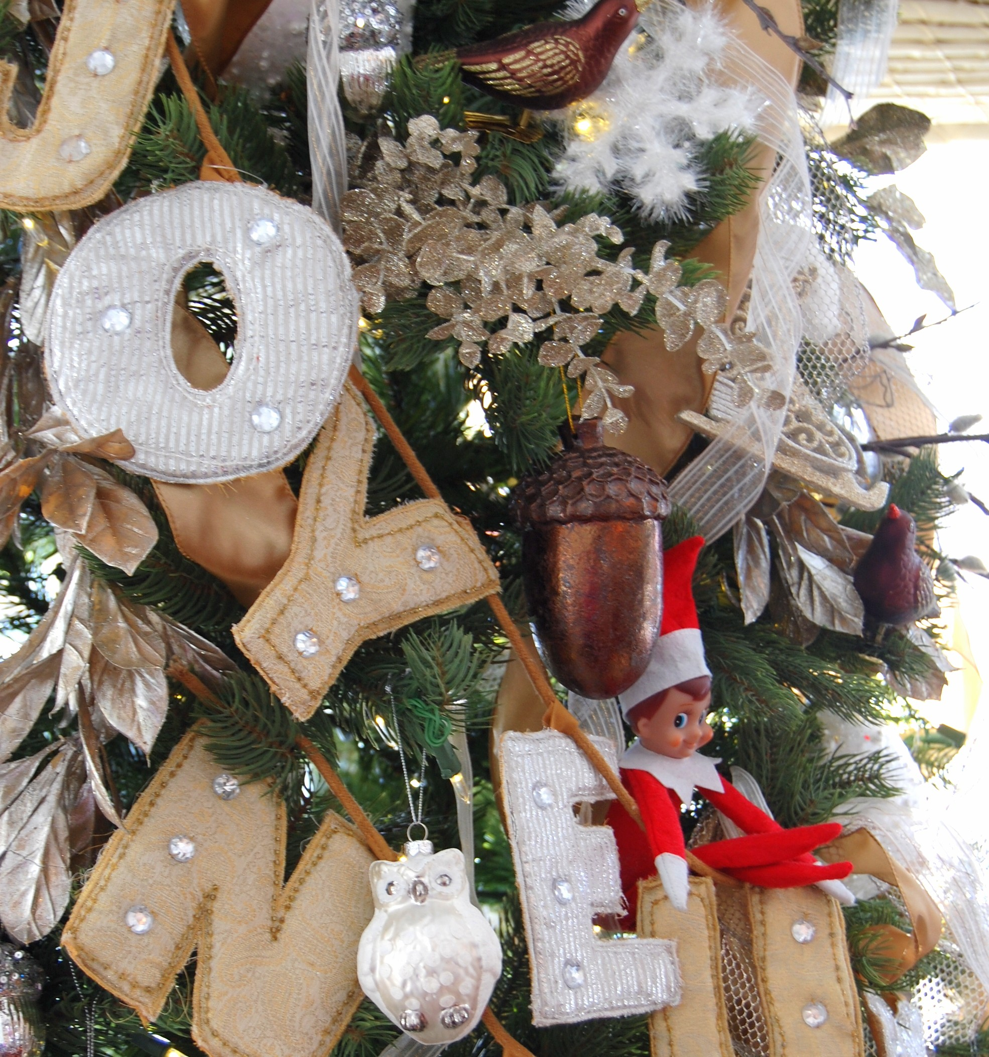 Christmas home decorations 2014 - Our Newly Neutral Christmas Tree A Pop Of Pretty Blog Canadian Home Decorating Blog St John S Canada