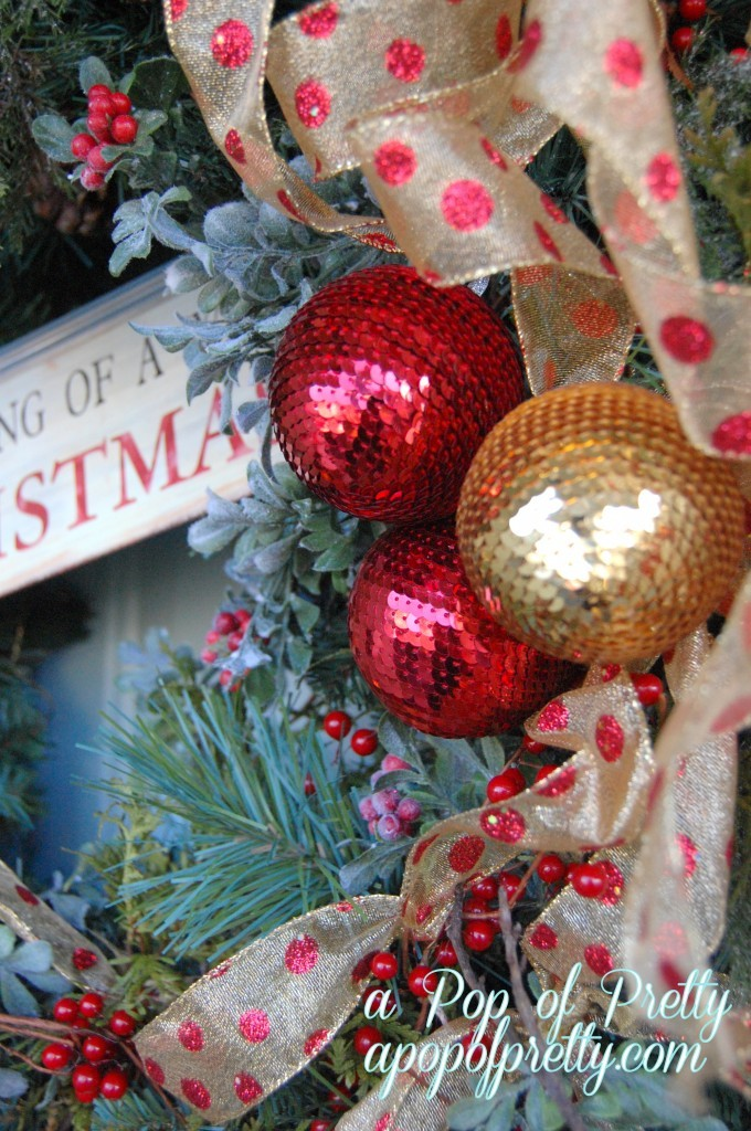 Decorate a Traditional Christmas Wreath